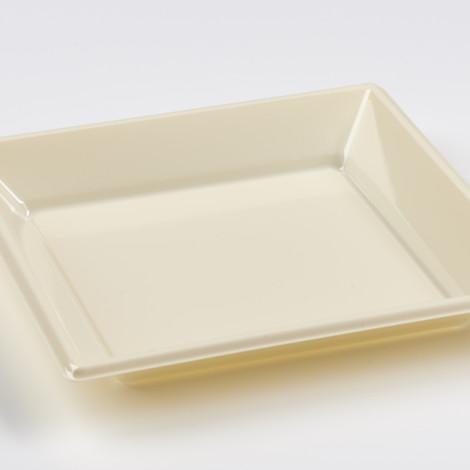 Assiettes creuses en plastique rigide de couleur creme