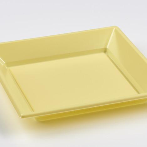 Assiettes creuses en plastique rigide de couleur jaune pâle