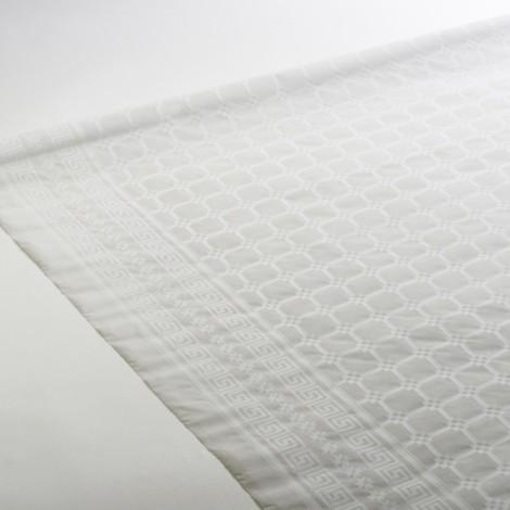 Indémodable nappe blanche damassée, adaptée aux cérémonies, fêtes, anniversaires, et repas.