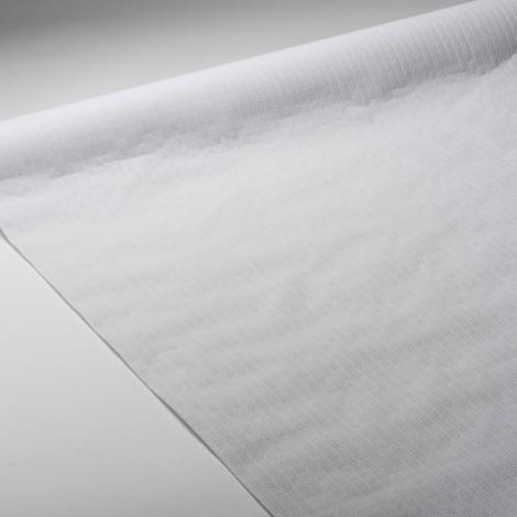 Nappe en papier blanche et gaufrée, en gaufrage profond pour plus de souplesse.
