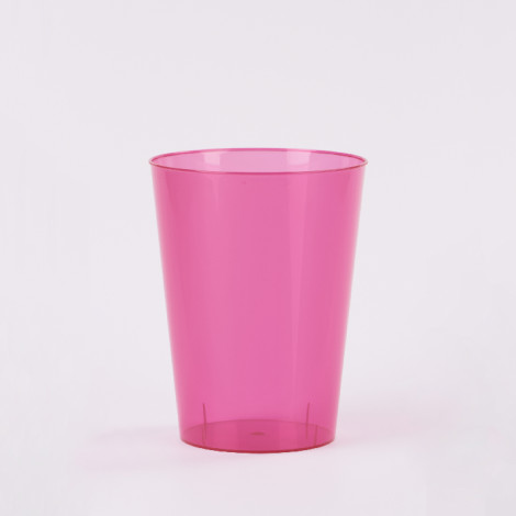 Verre en plastique de couleur rose fuchsia