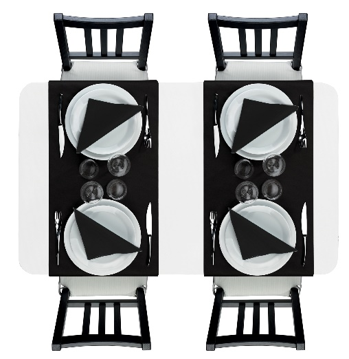 Chemins de table et serviettes noir sur nappe blanche