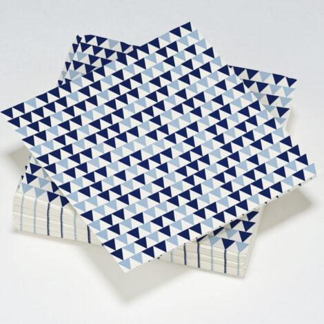 serviettes en papier décorées de triangles
